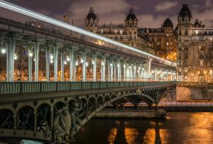 Pont_de_Bir-Hakeim_and_view_on_the_16th_Arrondissement_of_Paris_140124_1